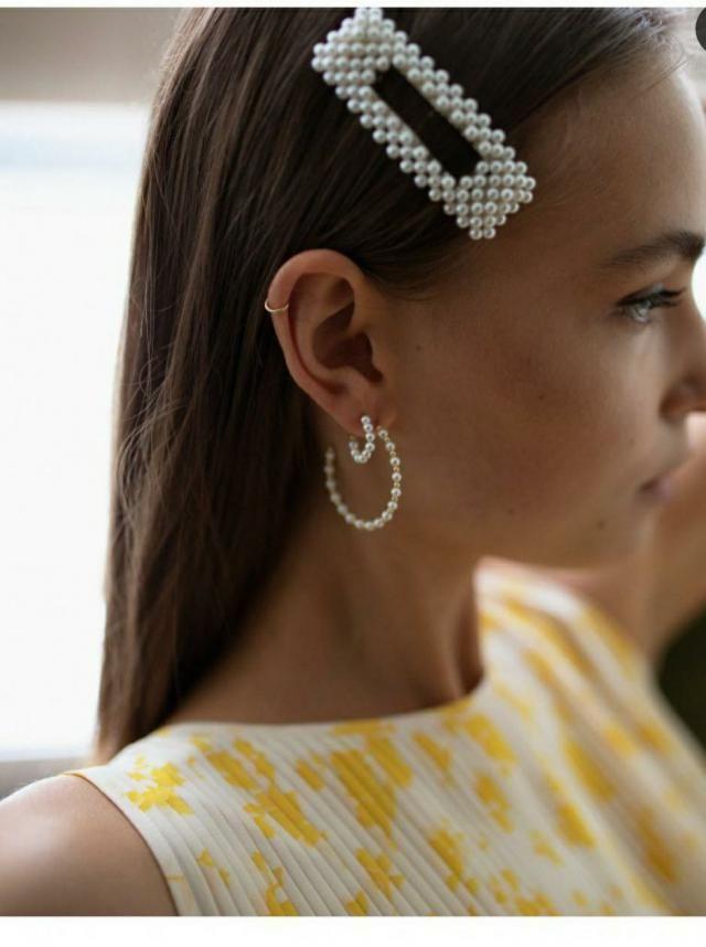 Pearls hair grip