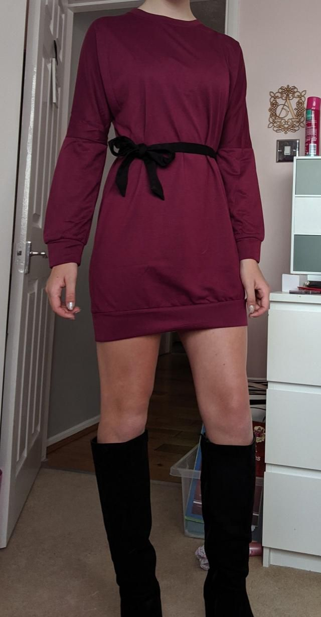 so this is an oversized sweater I got and it's a bit un-proportioned so I added a fabric belt and got out my knee leng…