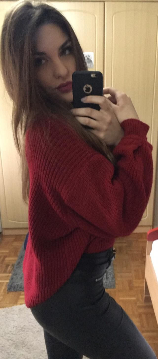 Cozy and warm sweater? YES, please!