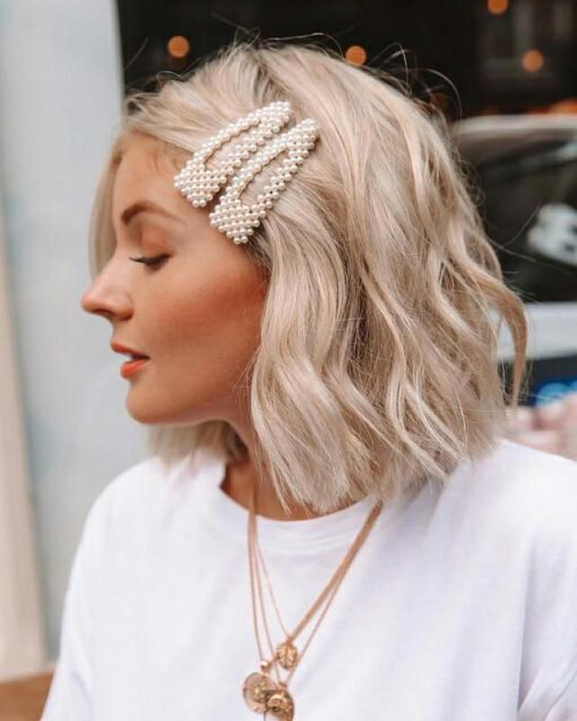 I love faux pearls hair grip they look super cute