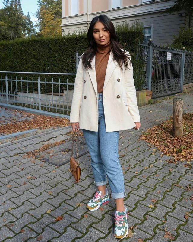 if you do like relaxed chic looks, then you might like to go for this look
