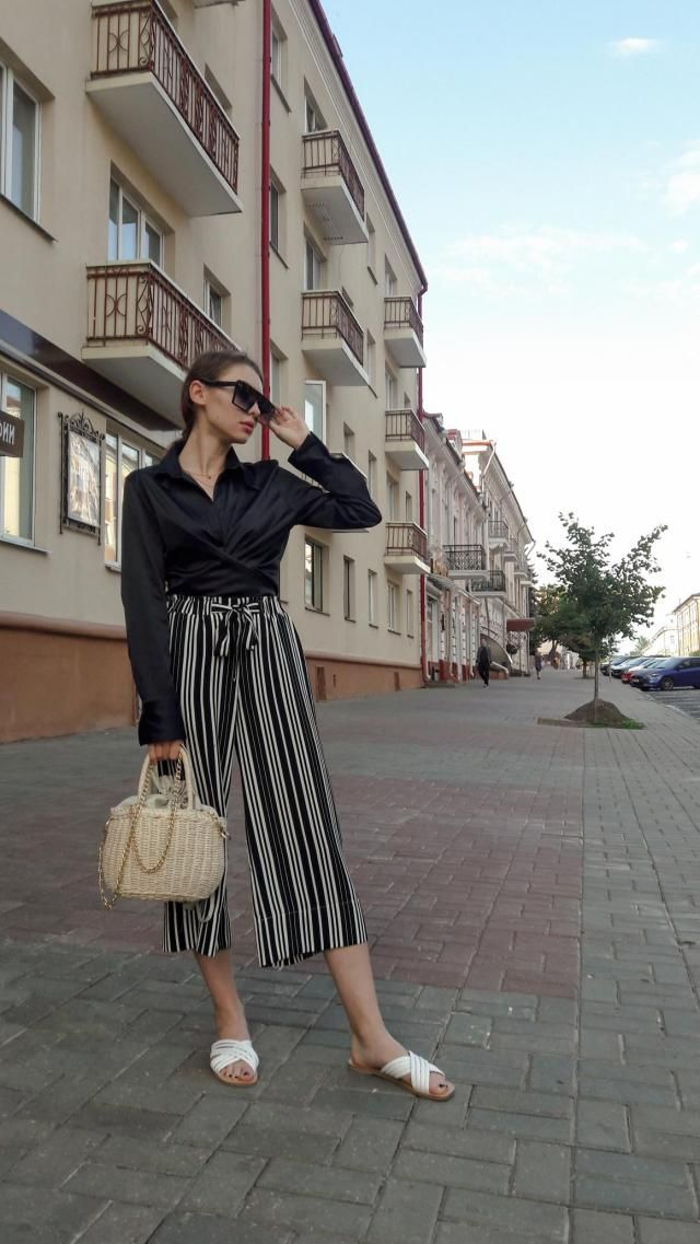 Hi guys! I love my striped pants and the easiest way to style it is to wear one-color top. Stripes and plaids are a…