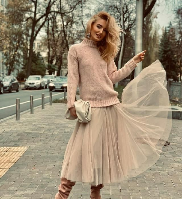 Tulle skirt + sweater = ✓✓✓