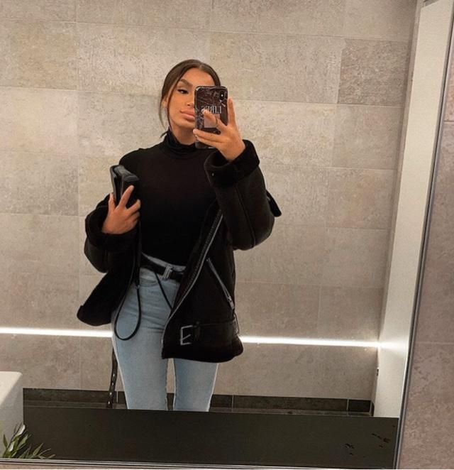 Leather jacket is a best jacket to wear on winter