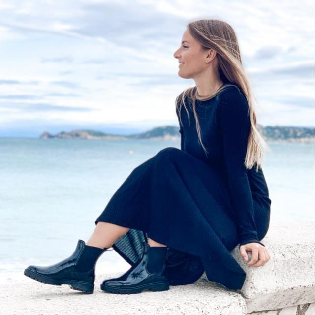 Total black . ☔️Water boots @igorshoes   IG @beafeliu