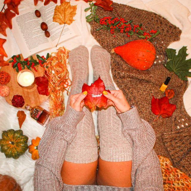 adoro questa foto in pieno Mood autunnale tra zucche candele e foglie. vi piace?? tra l'altro qui tenevo in mano un…