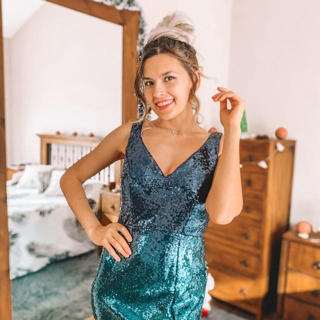 Quien esta listo para la fiesta???  Me encantan los vestidos con brillos, son muy llamativos y especiales! Es…