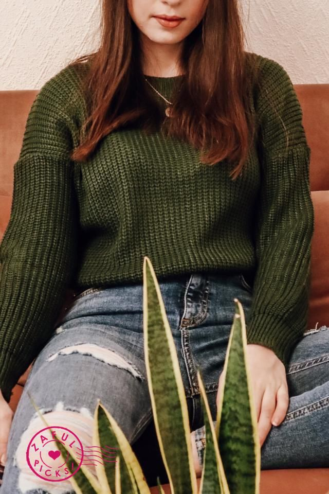 New favourite sweater alert! Not too bulky/heavy and yet super warm, the material is great and the colour is perfect. …