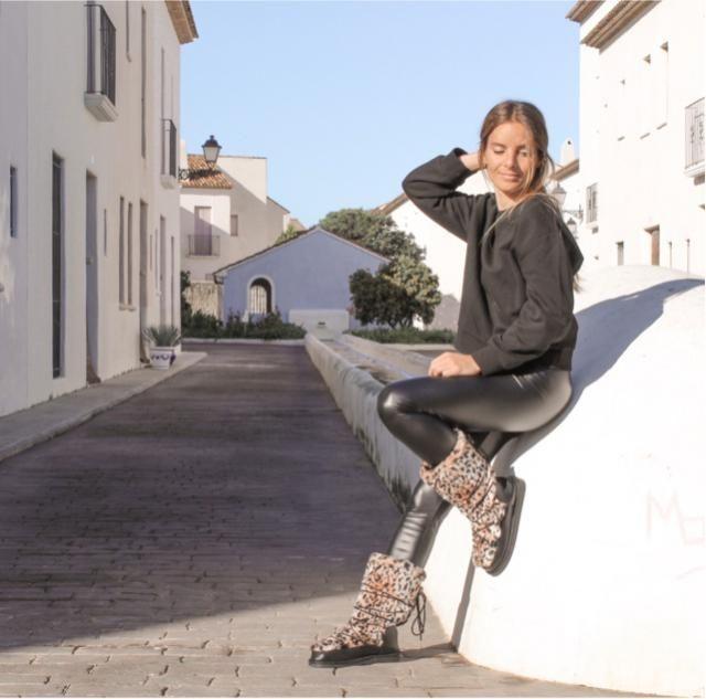Black & print  Boots @justfab  IG @beafeliu