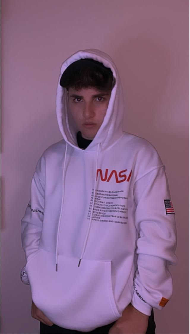 Comfortable NASA sweatshirt. You can wear it with black jeans and matching shoes/accessories.