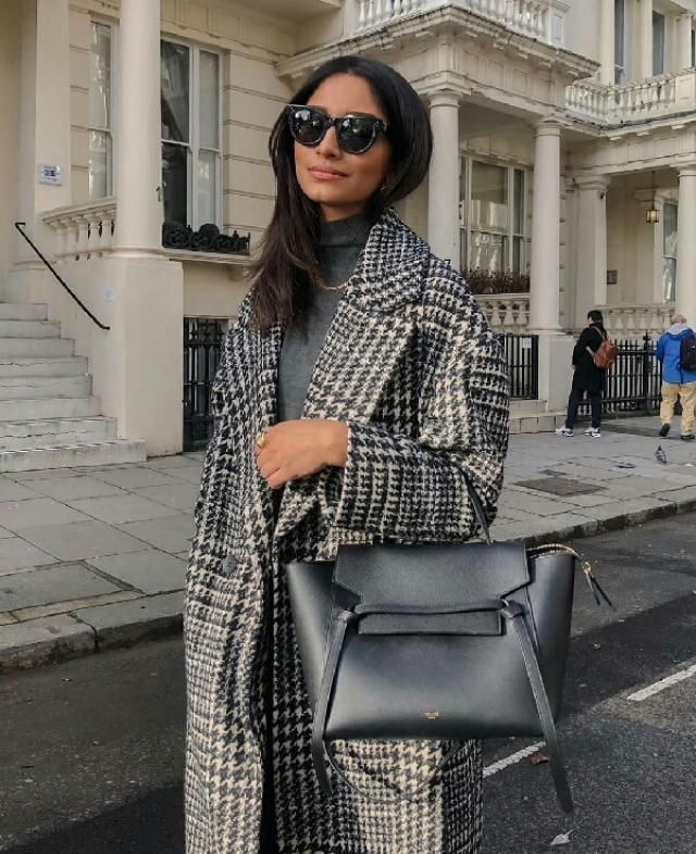 what a beautiful elegant coat, it can makes any outfit looks more fancy