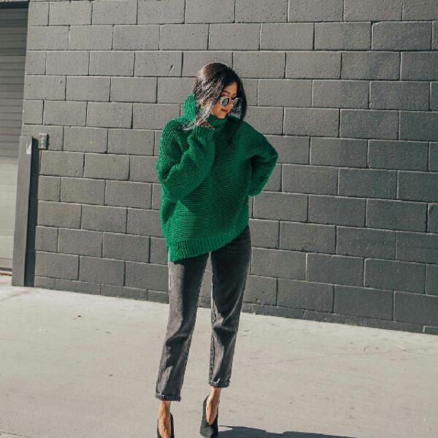 here we see a beautiful unique green turtleneck sweater with basic mom jeans