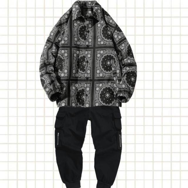 Negrul înseamnă eleganță, o cămasă tip floral bandana e o idee excelentă pentru un outfit de primăvară