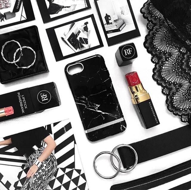 in love with this black marble case |