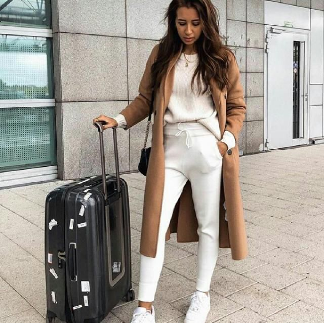 I personally love to stay comfy at the airport and this outfit is perfect for traveling
