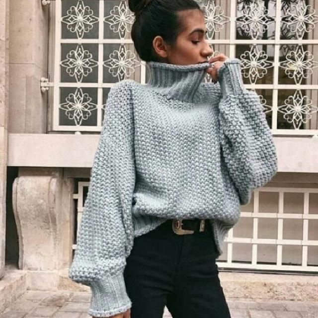 I am in love with this cute grey knit turtleneck sweater you can find the same sweater here on Zaful