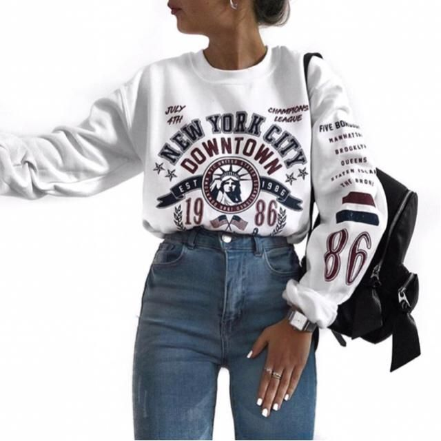 kinda obsessed with the print of this sweatshirt |