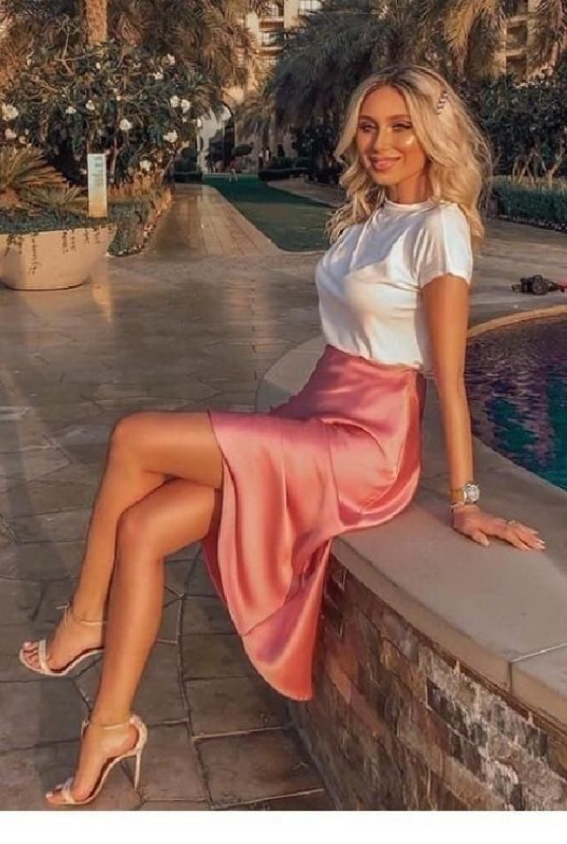 Manyoutfitscan be fashioned with beautifulpink skirts. | | |