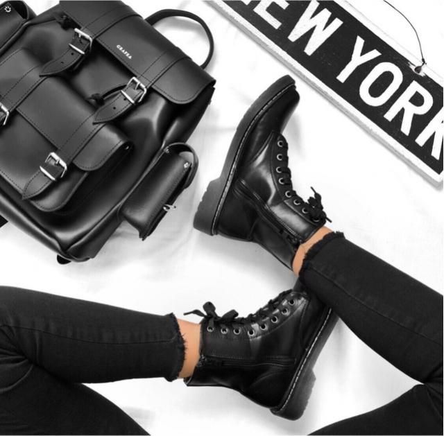 Total black is my favorite look are you agree?
