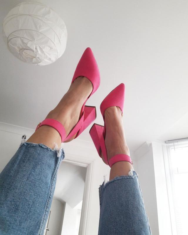 Hello pink love 👠💞💗
