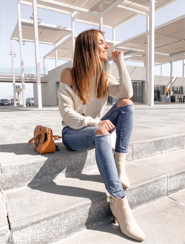 Jeans + boots + cardigan   IG @beafeliu