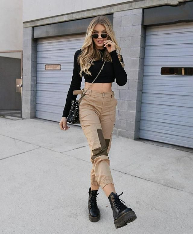 Cargo pants at it's best!!! One of my fav ootd ever  🖤