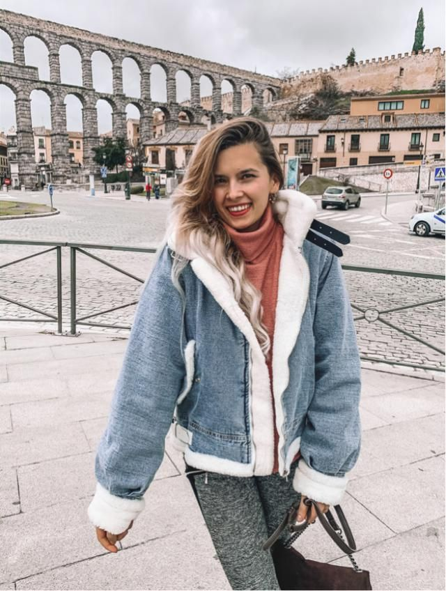 Que os parece esta chaqueta denim con pelitos? Lo unico que os puedo decir es que da mucho calorcito es ideal! …