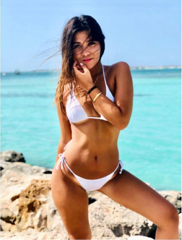 This white bikini 🤍🍭