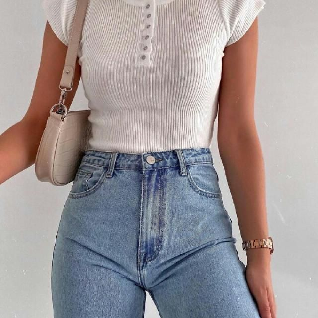 simple and comdy ribbed crop top