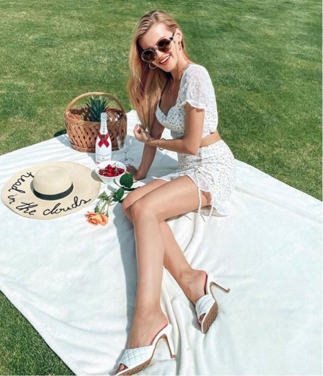 Lovely picnic of the day and enjoy the sun