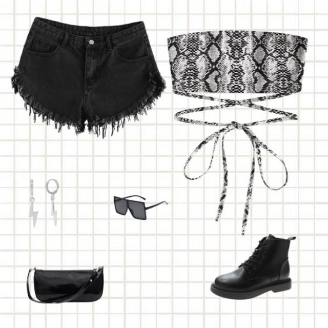 For the people that loves black, snakeprint outfit❤️
