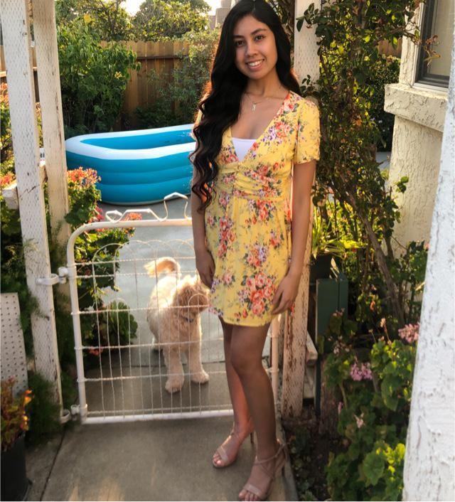 cute yellow dress 💛  Follow me on instagram @yzabel.martinez