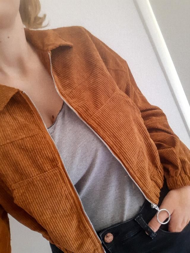 Super light comfy corduroy jacket with light crop. Perfect for first autumn days! Looks oversized, because I ordered…
