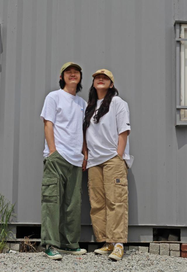 Levis cargo pants couple look    insta: bb_stg