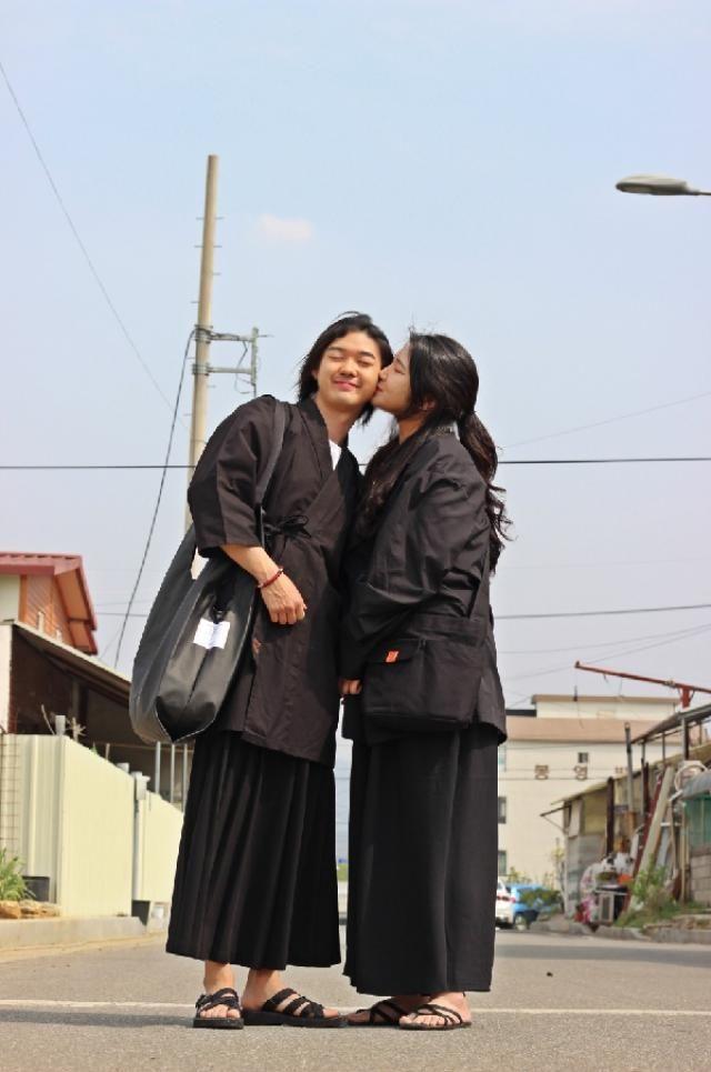 Korea couple street fashion   instagram: bb_stg