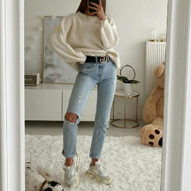 I personally love this comfy and stylish look