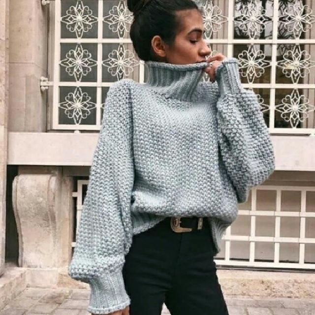 turtleneck gray sweater with skinny black jeans abd cute belt