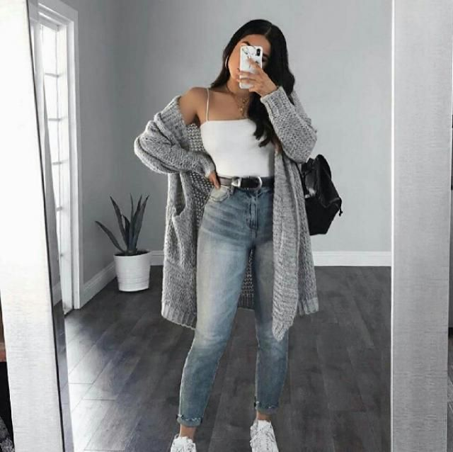 For a casual day out with your friends, pair your light grey cardigan over a tank top with jeans