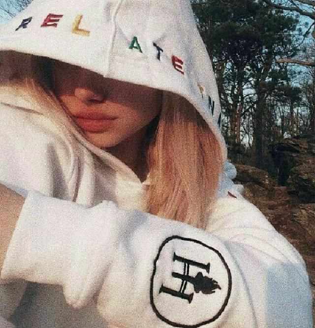 white hoodies are soooo cute 💕💕