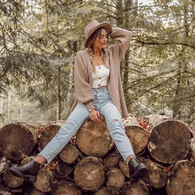 What an amazing day to chill in the woods with nice outfit