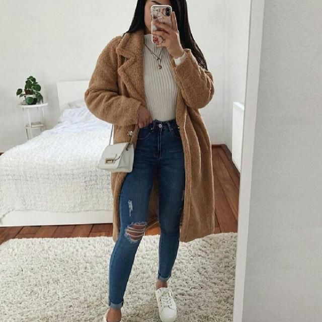 For a casual day out with your friends, pair your light long coat over white sweater and ripped jeans