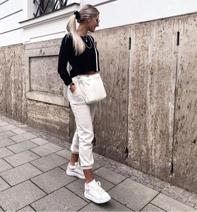 Black and white outfit is still a trend in 2020