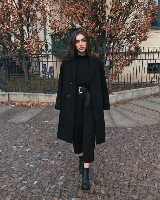 All Black Outfit is a classic way to make yourself look chic & glamour!