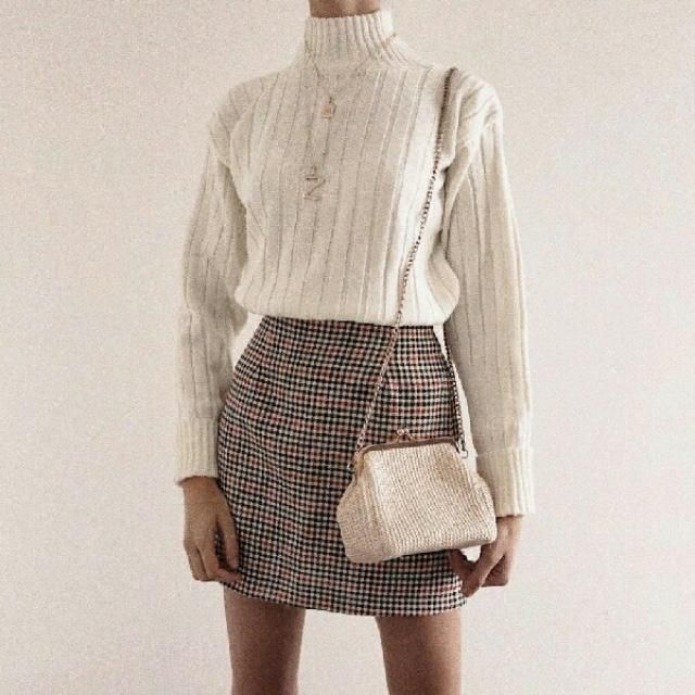 For a casual day out with your friends, pair your light turtleneck sweater with plaid skirt