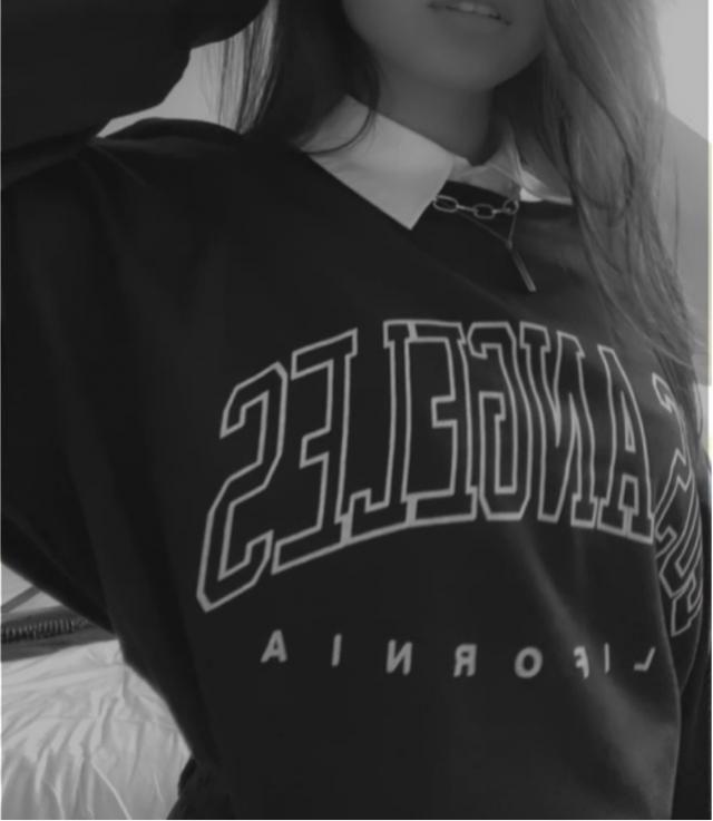 Sweatshirt très confortable et fidèle à la photo. C'est un style boyfriend et streetwear ✨💜