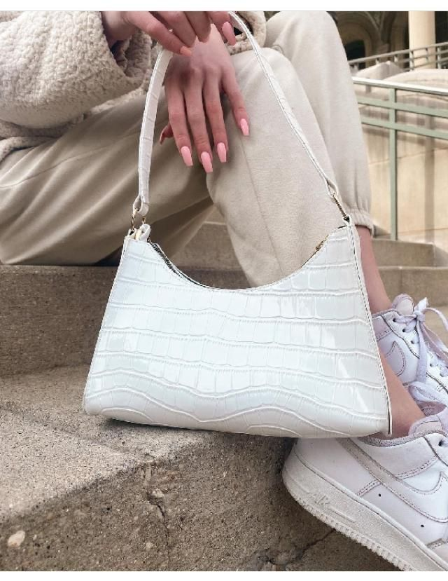 If you are into shoulder bags then this one is perfrct for you. | | |