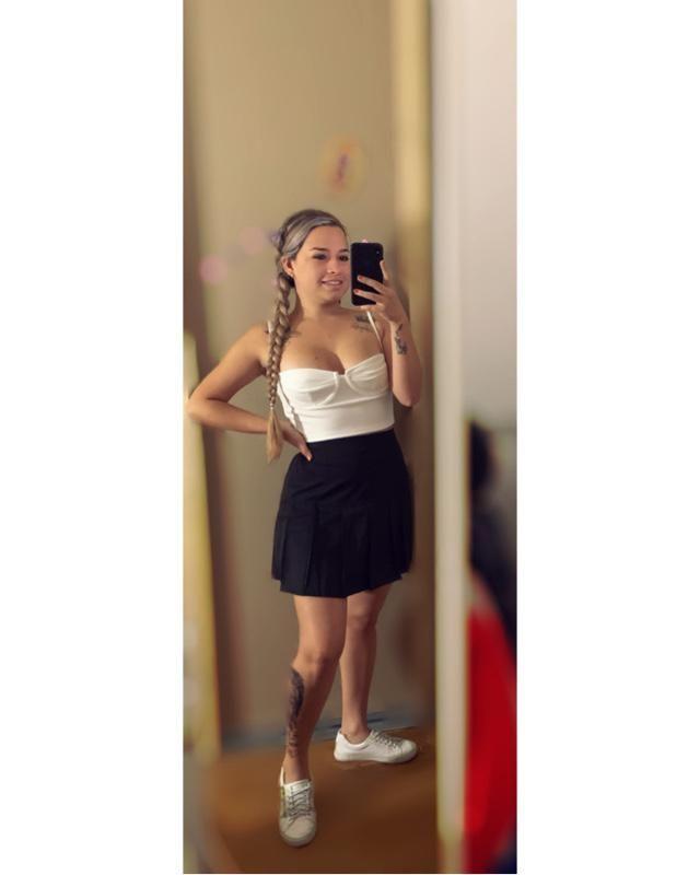 ZAFUL falda con cremallera de lado plisada🤩  ZAFUL Cami top corto con adorno de canalé🤩 Súper recomendado     …