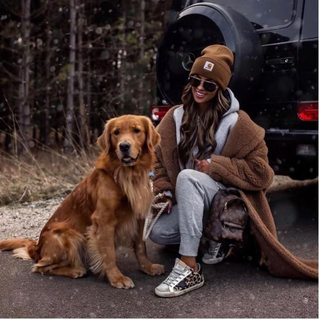 Have a nice fur coat that match with the doggo