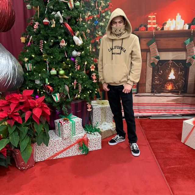 I finally got my sweater! 🤩 it's so cool and warm! I love it!🎄🎁                    ☃️🤯😷…