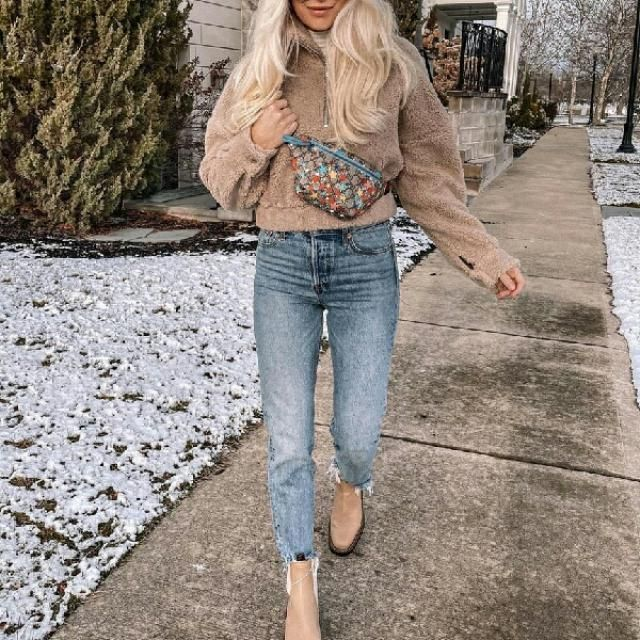 simple sweatshirt with jeans is all what you need for a casual everyday look
